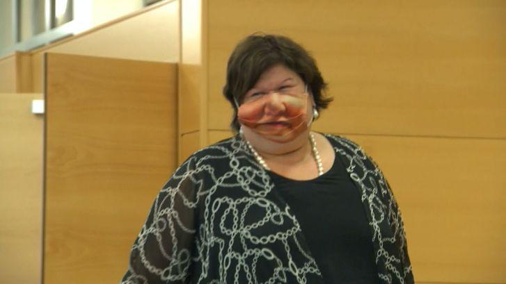 Belgische minister verrast met bijzonder mondkapje