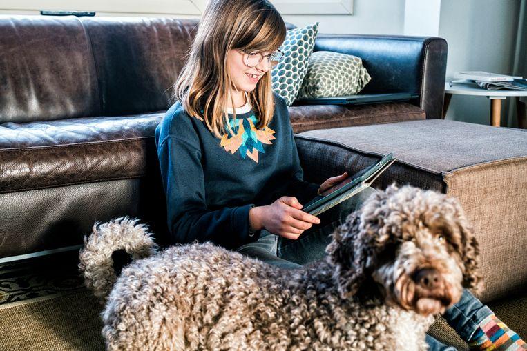 """Ella (12) krijgt wel eens raad van haar ouders: """"Dat sociale media niet enkel om volgers of likes draaien, of dat we 'goed moeten oppassen op het internet'."""""""