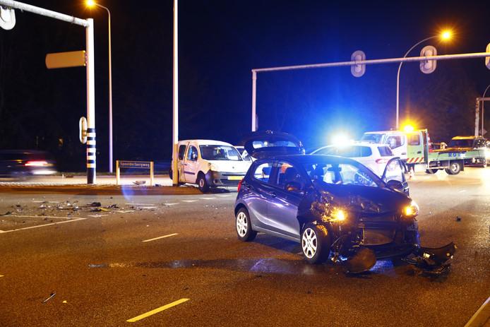 Bij een ongeval op de kruising IJsselallee-Spoolderbergweg in Zwolle ontstond maandagavond enkel blikschade.