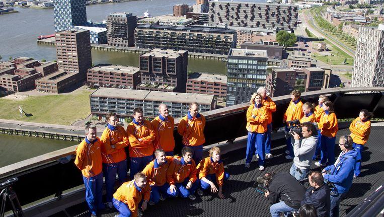Na aanleiding van het WK Tafeltennis in 2011 werden in Ahoy Rotterdam foto's van het Nederlandse team op de Euromast gemaakt. Beeld ANP