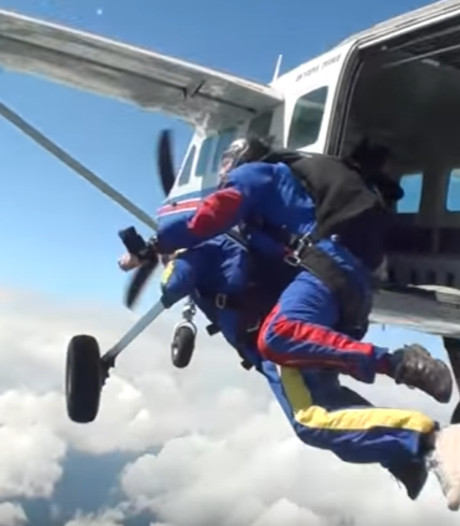 Vlog: Wat doet Jan de Hoop met een parachute?