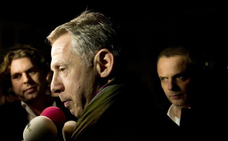 Burgemeester Onno Hoes met PowNews-verslaggever Rutger Castricum (l), 19 december 2013. Beeld null