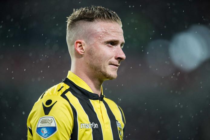 Alexander Büttner baalt na de 1-0 nederlaag van Vitesse tegen PSV.