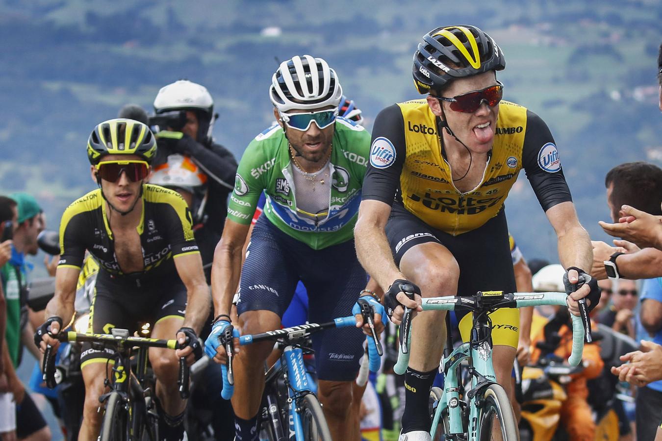 Steven Kruijswijk met in zijn kielzog Alejandro Valverde  en Simon Yates