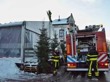 IJsbaan Steenbergen ontruimd wegens te veel sneeuw op het dak