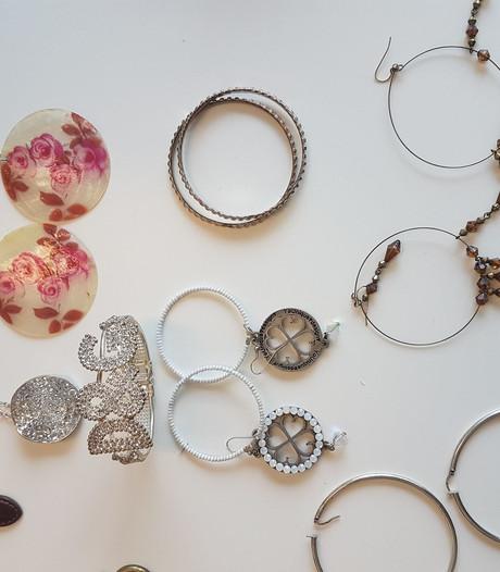 Van wie zijn deze sieraden? Recherche zoekt eigenaren