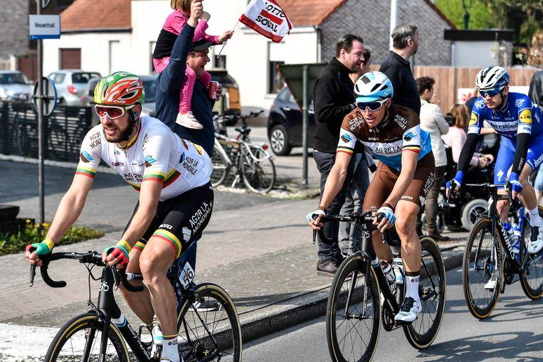 Oliver Naesen ( midden) werd warm ontvangen in zijn Berlare.