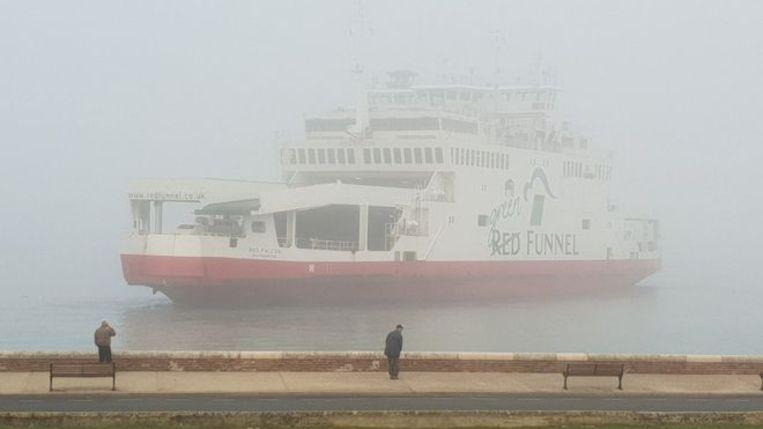 Ferry Ramt Twee Bootjes Voor Kust Van Engels Eiland
