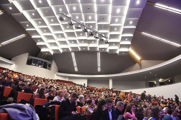 Aula PDS was helemaal volzet voor het debat van LVSV Leuven.
