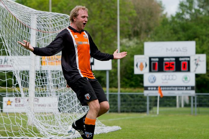 Daniel van Leeuwen blijft met Alphen actief in het zondagvoetbal.
