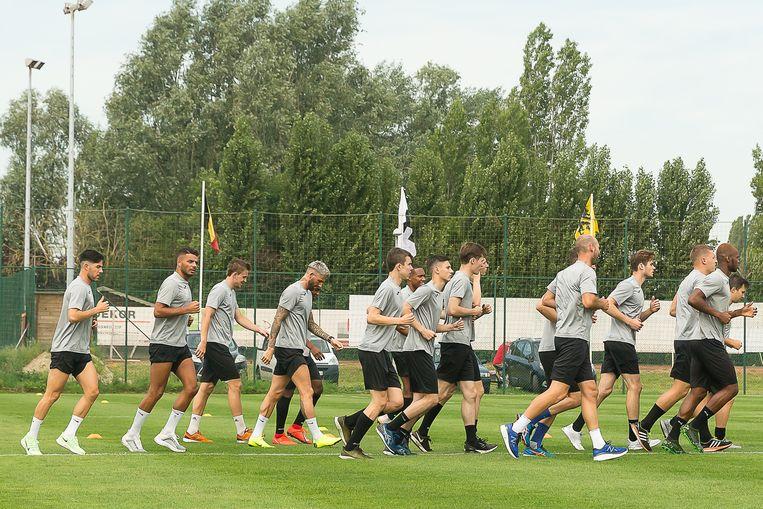 Afgelopen maandag stond al de eerste training voor het eerste elftal van KSVR  op de agenda.