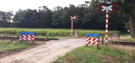 Dodelijke spoorwegovergang vrijdagmiddag afgesloten met betonblokken