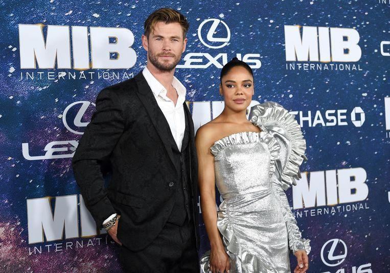 Chris Hemsworth en Tessa Thompson op de première van 'Men In Black International'.