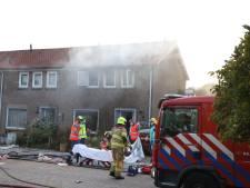 Vrouw zwaargewond door brand in Arnhem, ruiten klappen uit woning