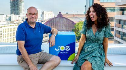 Ook in de radiostudio's is het te warm: Joe presenteert vanop het dak