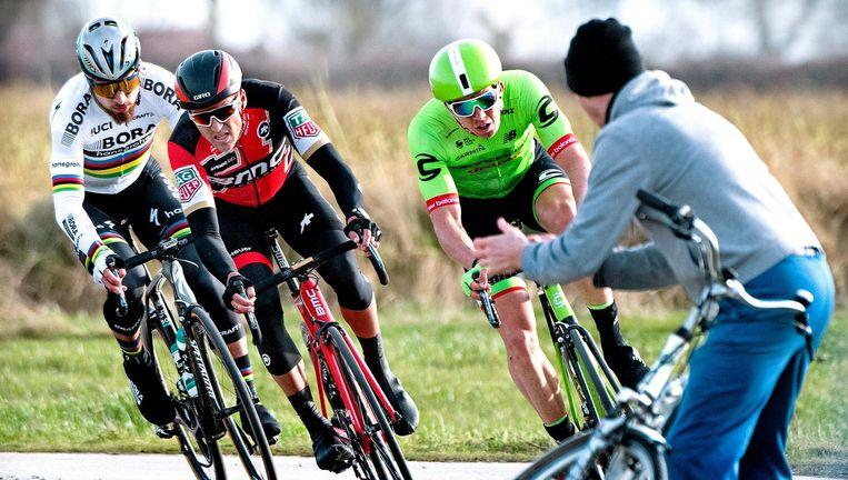 Van links naar rechts: Peter Sagan, Greg van Avermaet en Sep Vanmarcke, zaterdag in de Omloop op weg naar Gent Beeld Klaas Jan van der Weij
