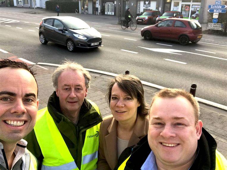 Van links naar rechts: Olivier Rul (Open VLD), Marc De Cordt (Groen), burgemeester Liesbeth Verstreken (N-VA) en Koen Paredaens (N-VA).