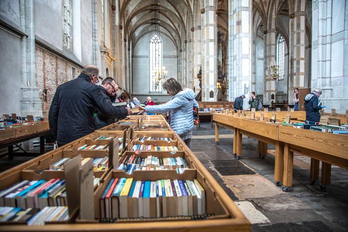Afbeeldingsresultaat voor boekenmarkt grote kerk zwolle