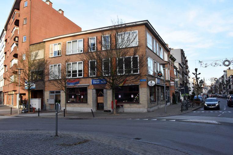 Café Central tegenover het station