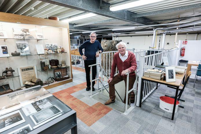 Bestuursleden Fons Catau (links) en Hans van Lith in de Museum Fabriek in Winterswijk.