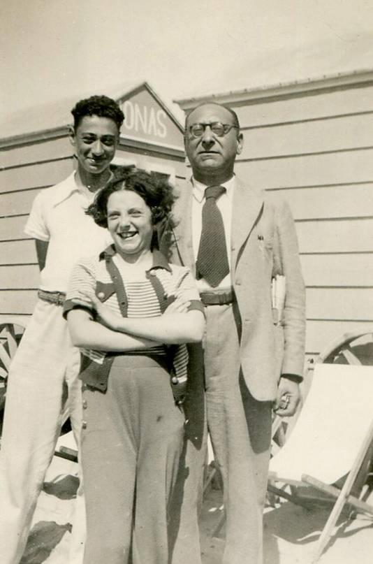 De grootvader en overgrootvader van Wim Salomon: Jules (links) en Isadoor Goudstikker. Op de voorgrond Ria Goudstikker, zus van Jules.
