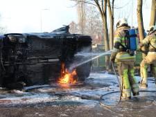 Auto uitgebrand op N228 bij Montfoort