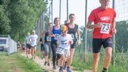 Deelnemers scoren biertje per afgelegde ronde op Gaverse Prinsenloop