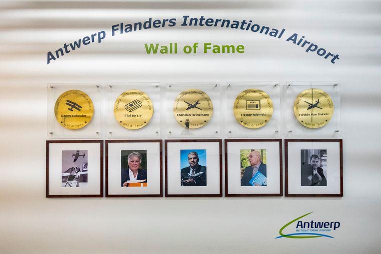 Antwerp Airport heeft nu ook een 'Wall of Fame' opgedragen aan vijf mensen die  zich door de decennia heen hebben ingezet voor het behoud van de luchthaven.