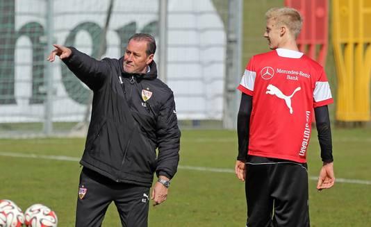 Huub Stevens als trainer van Stuttgart.
