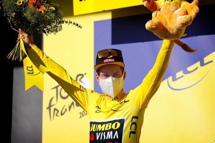 Primoz Roglic in het geel.