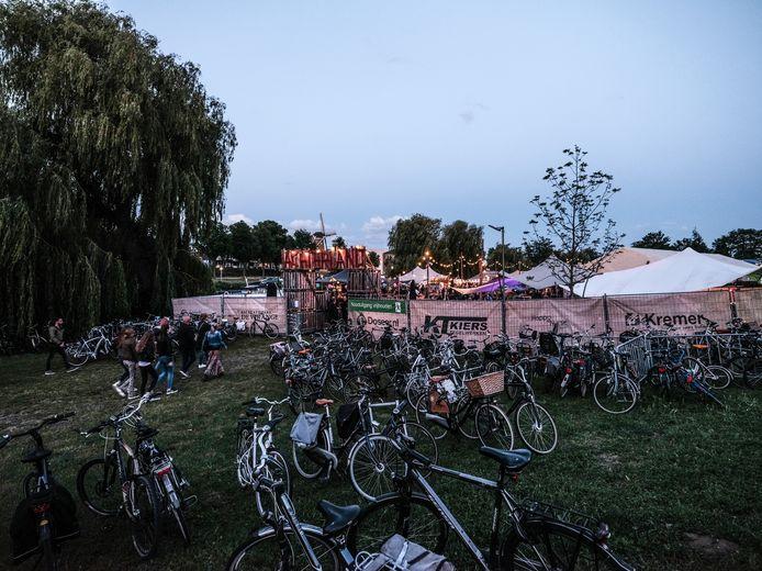 Op de fiets naar Achterland, wel zo verstandig. Foto: Jan Ruland van den Brink