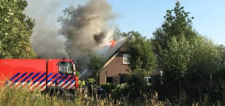 Flinke brand in twee-onder-een-kap-boerderij Sint-Oedenrode: beide woningen beschadigd