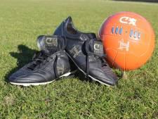 Laatste voetbalschoenen Cruijff geveild voor goede doel