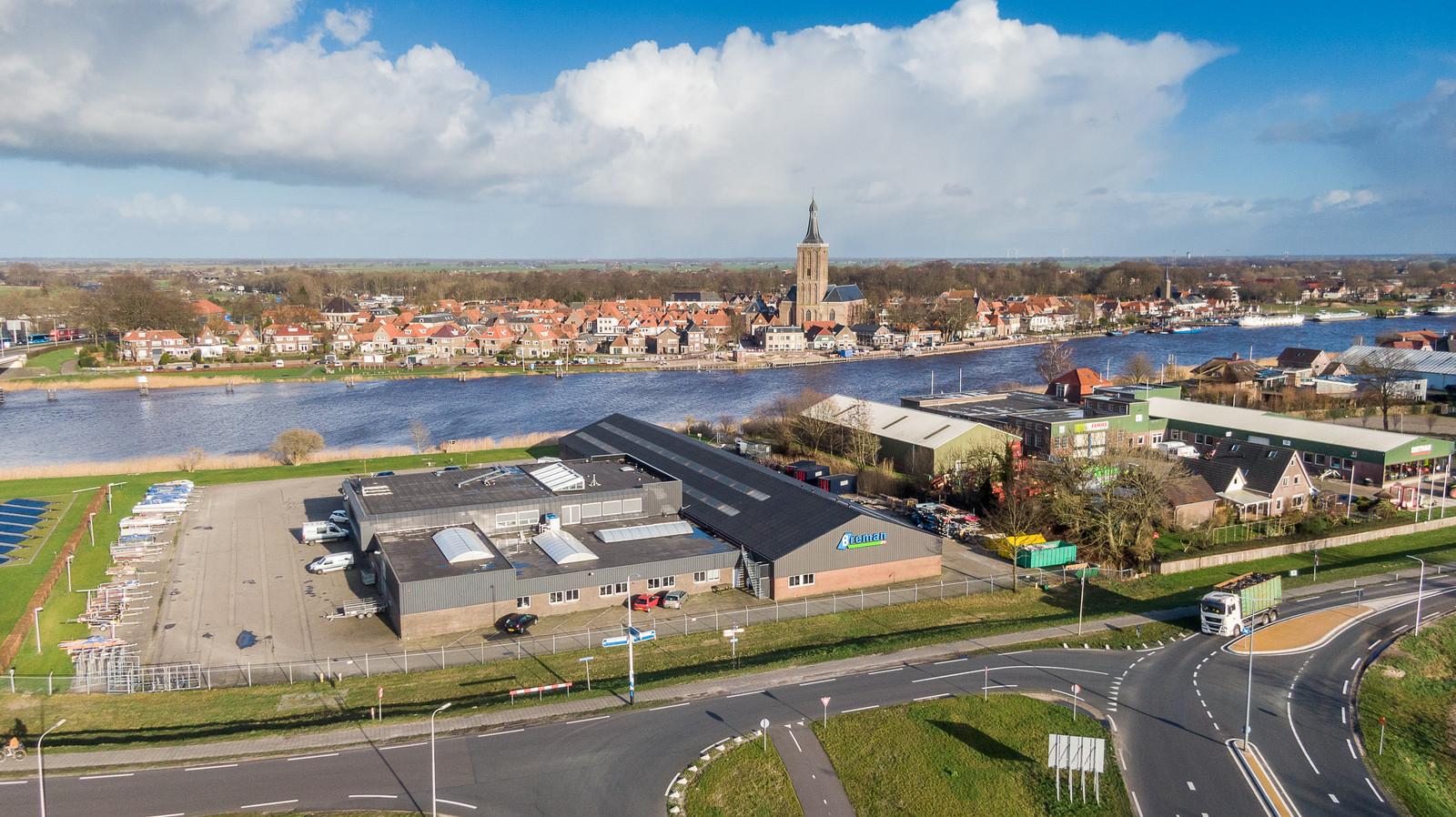 De vestiging van installatiebedrijf Breman in Hasselt. De directeur is geschorst door de Breman-directie even verderop in Genemuiden.