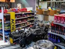 Motorrijder rijdt tankstation langs snelweg binnen en raakt ernstig gewond
