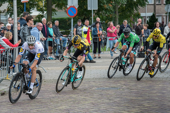Vier smaakmakers van het profcriterium van Etten-Leur tijdens de puntenkoers. Voorop sprintkanon Elia Viviani, gevolgd door Steven Kruijswijk, Peter Sagan en Egan Bernal.
