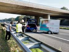 Vertraging op A73 bij Cuijk neemt af na ongeluk met auto en aanhanger