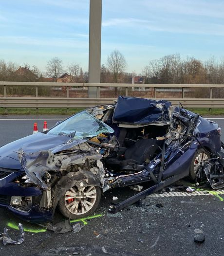 Man (43) komt om bij kettingbotsing op E19 in Antwerpen-Noord