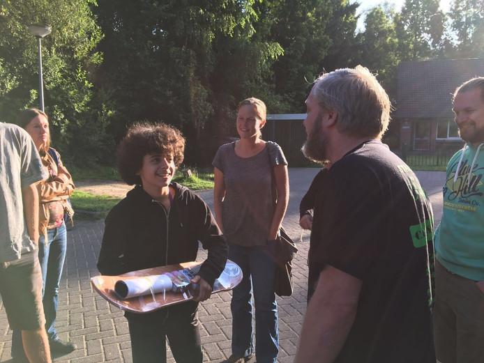 Oisterwijkers hielden disdag een stil protest tegen uitzetting van de 15-jarige vluchteling.