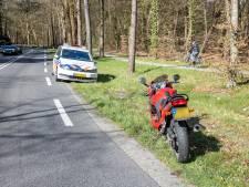 Motorrijder gewond na glijpartij in bocht bij Steile Oever in Ommen
