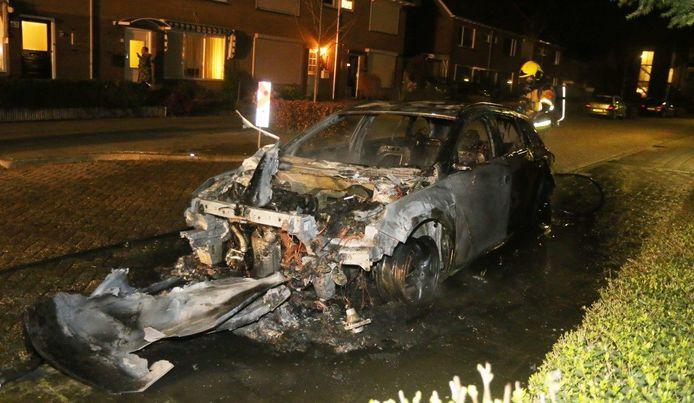 Auto uitgebrand in Kerkdriel op de Eedelmanstraat.