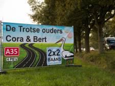 'Trotse ouders Cora en Bert': dorpen langs N35 vragen op ludieke wijze aandacht voor aanpak rijksweg