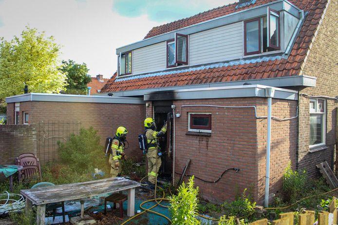 De woning aan de Mr. Cort van der Lindenstraat in Dieren is onbewoonbaar door brand.