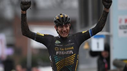 Toon Aerts is de nieuwe Belgische kampioen veldrijden na beklijvend duel met Wout van Aert