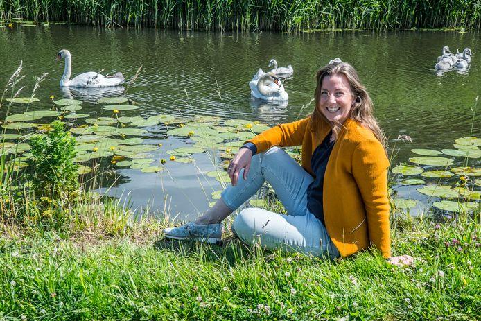 """Kunstenares Adriënne Rombout in Delftse Hout. ,,Natuur is voor mij altijd een inspiratiebron geweest."""""""