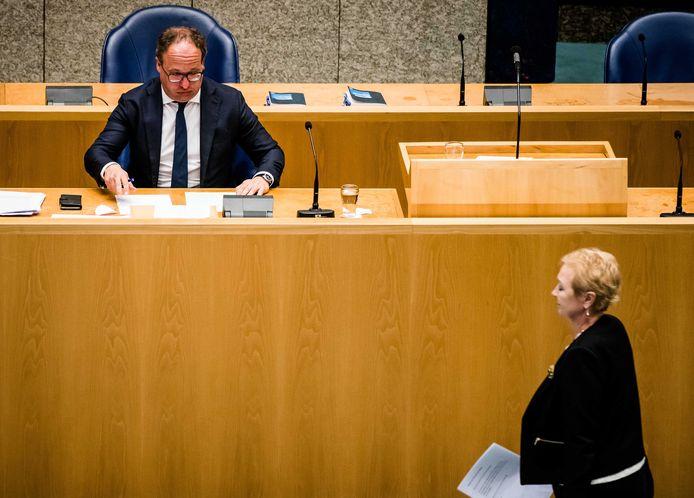 Koolmees kreeg het in het debat aan de stok met oppositiepartijen. Kamerlid Corrie van Brenk (50PLUS) wil vasthouden aan het huidige pensioenstelsel en vindt dat Koolmees moet versoepelen.