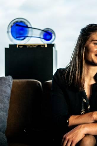 """Lotte Kopecky bekroont seizoen van de grote doorbraak met Kristallen Fiets: """"Mijn beste jaren komen eraan"""""""
