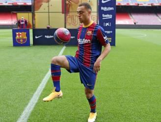 Alsof er een vloek op rust: Barça-aanwinst Sergiño Dest (19) gaat de mist in bij voorstelling