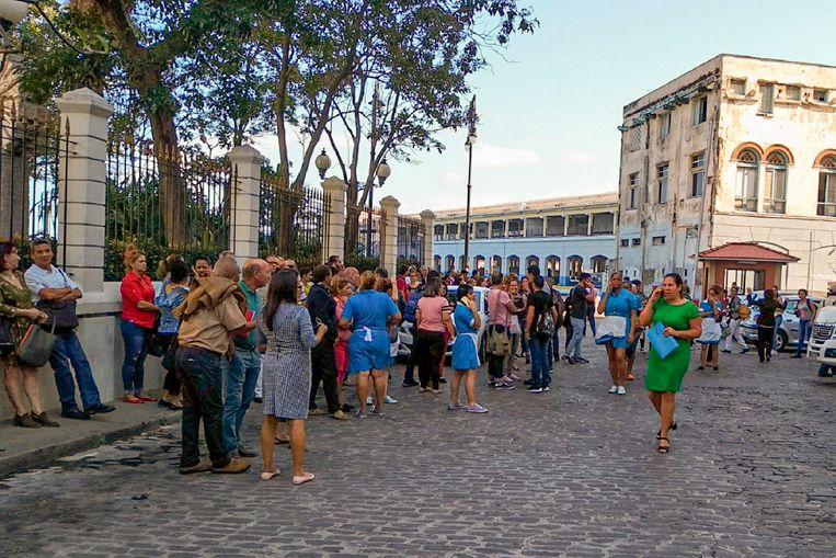 Mensen op straat in Havana.