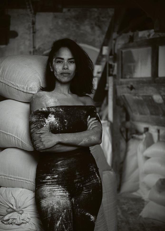 Shari Patty, Middelburg: ,,Echte Zeeuwse meisjes, althans de vrouwen die ik ken, zijn rustig en bescheiden.''